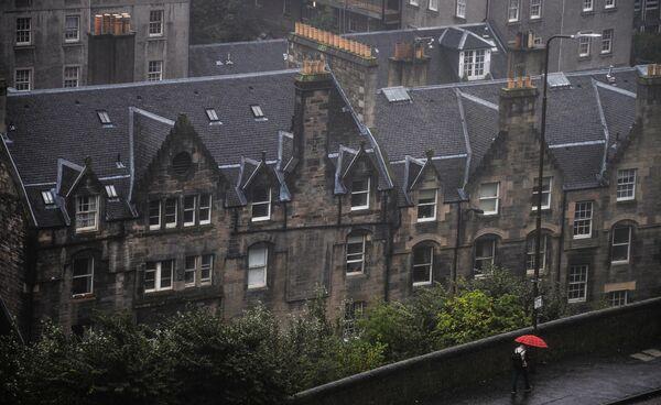 Вид на одну и улиц Эдинбурга