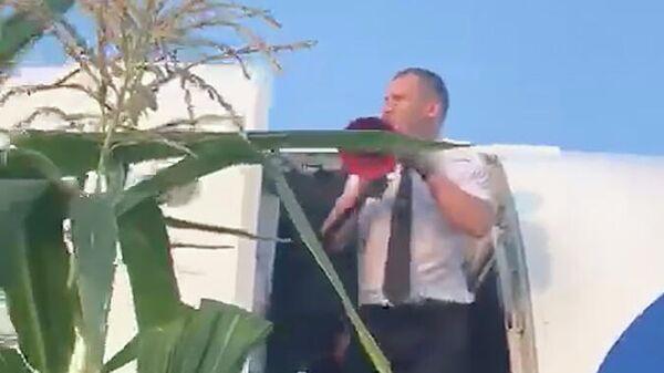 Эвакуация пассажиров самолета Airbus А-321 авиакомпании Уральские авиалинии после аварийной посадки в Жуковском