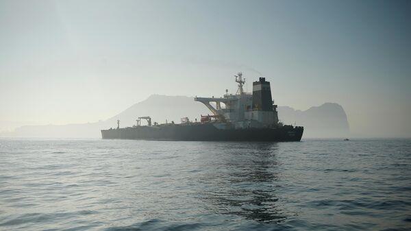 Нефтяной танкер Grace 1 в Гибралтарском проливе. 15 августа 2019