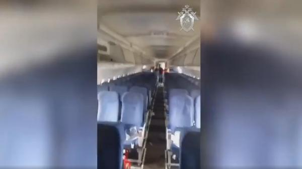 Опубликовано видео из салона севшего в кукурузном поле А321