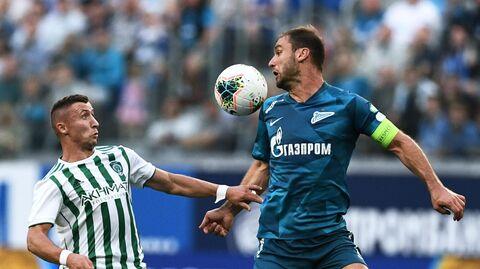 Игрок ФК Ахмат Бернард Бериша (слева) и игрок ФК Зенит Бранислав