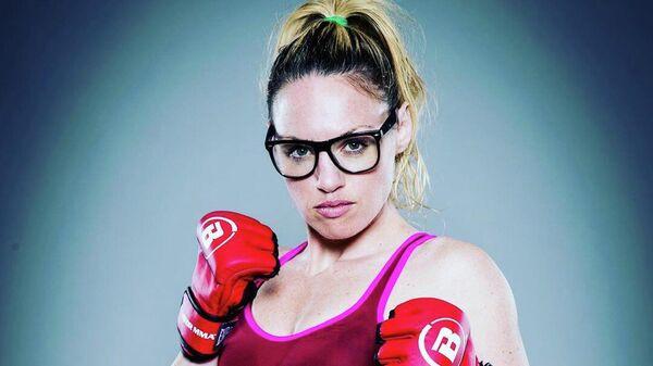 Обаяние и сила: опасная красотка преуспела и в боксе, и в ММА