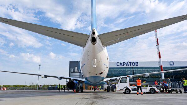 Самолет Boeing 737-800 авиакомпании Победа в международном аэропорту Гагарин в Саратовской области. 20 августа 2019