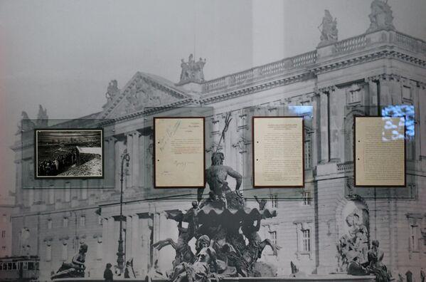 Архивные документы, представленные на открытии историко-документальной выставки 1939 год. Начало Второй мировой войны в Выставочном зале федеральных архивов в Москве