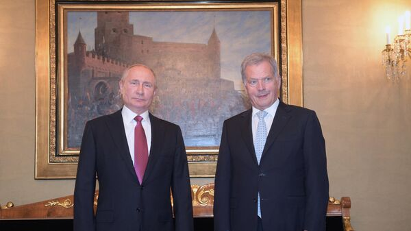Президент РФ Владимир Путин и президент Финляндии Саули Ниинистё во время встречи в президентском дворце в Хельсинки