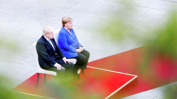 Премьер-министр Великобритании Борис Джонсон и канцлер Германии Ангела Меркель во время встречи в Канцелярии в Берлине, Германия. 21 августа 2019
