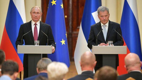 Президент РФ Владимир Путин и президент Финляндии Саули Ниинистё во время совместной пресс-конференции