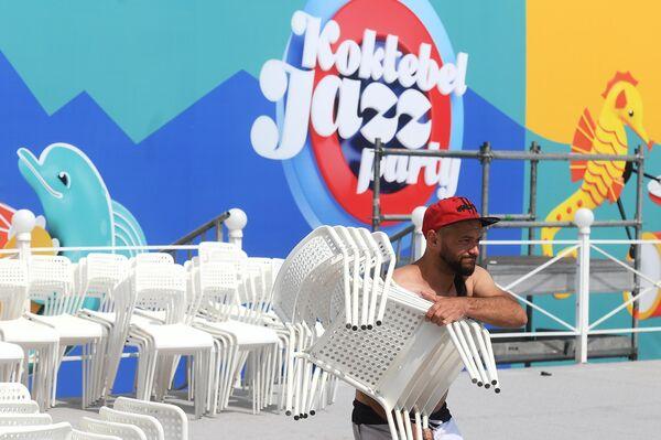 Подготовка к ежегодному международному джазовому фестивалю Koktebel Jazz Party в Коктебеле