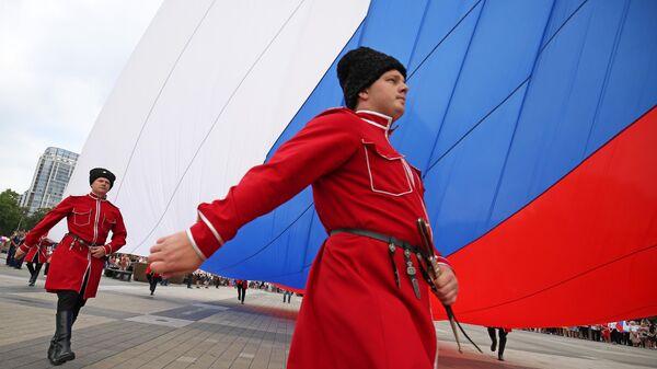 Почетный караул Кубанского казачьего войска на празднование Дня государственного флага Российской Федерации в Краснодаре
