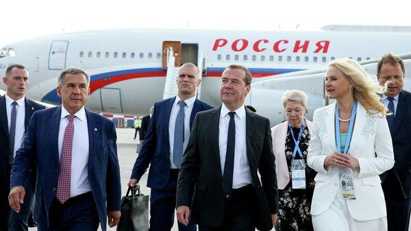 Дмитрий Медведев,  президент Республики Татарстан Рустам Минниханов и заместитель председателя правительства РФ Татьяна Голиков в аэропорту Казани. 22 августа 2019