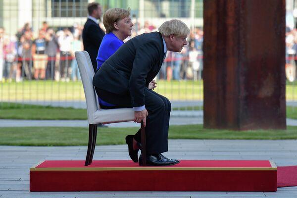Премьер-министр Великобритании Борис Джонсон и канцлер Германии Ангела Меркель во время встречи в Канцелярии в Берлине, Германия