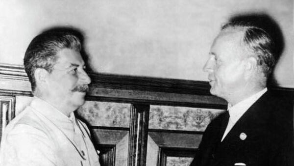 Сталин и Риббентроп в Кремле