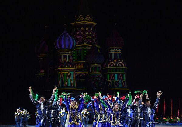 Участники выступления оркестра Азербайджанского высшего военного училища имени Гейдара Алиева на репетиции парада участников Международного военно-музыкального фестиваля Спасская башня на Красной площади в Москве