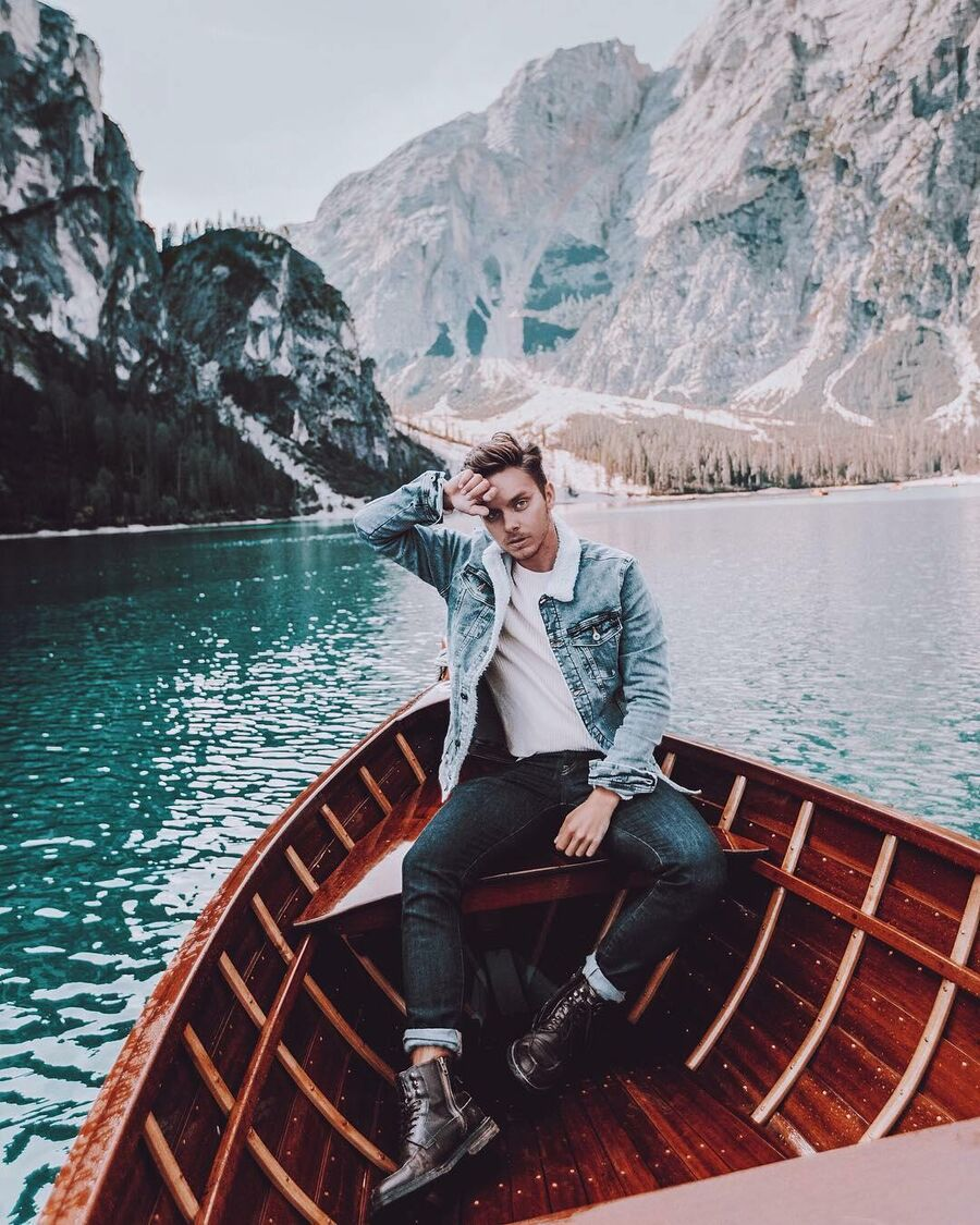 В лодке на озере Брайес, Южный Тироль