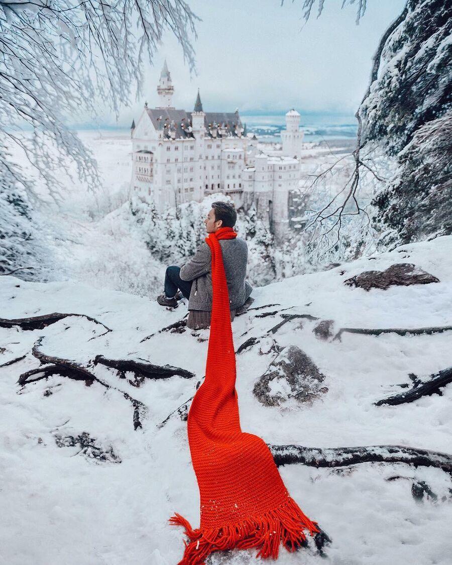 Вид на зимний Нойшванштайн в Баварии