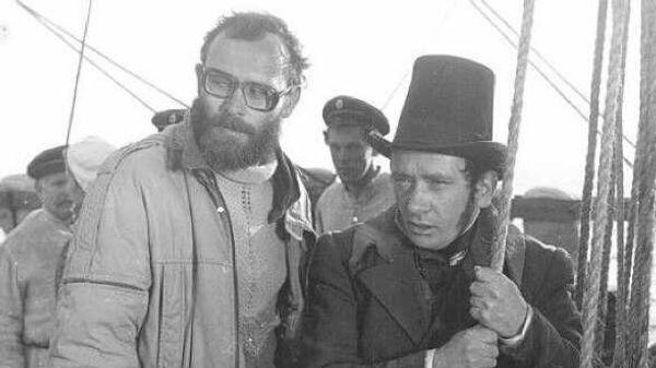 Режиссер Михаил Ведышев (слева) во время съемок фильма Странник, 1987 год