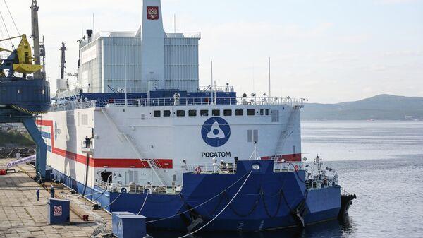 Плавучая атомная теплоэлектростанция проекта 20870 Академик Ломоносов в порту Мурманска