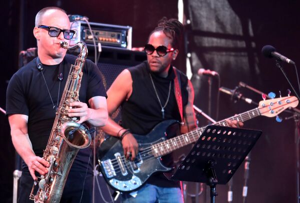 Участники коллектива DAVE YADEN BAND во время выступления на 17-м международном музыкальном фестивале Koktebel Jazz Party в Крыму