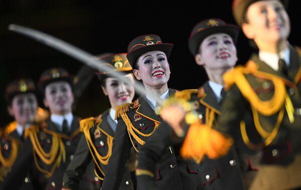 Военный оркестр Народной армии Корейской Народно-Демократической Республики выступает на торжественной церемонии открытия XII Международного военно-музыкального фестиваля Спасская башня на Красной площади в Москве