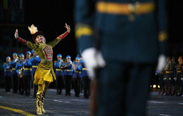 Образцово-показательный оркестр и рота почетного караула Национальной гвардии Республики Казахстан на торжественной церемонии открытия XII Международного военно-музыкального фестиваля Спасская башня на Красной площади в Москве