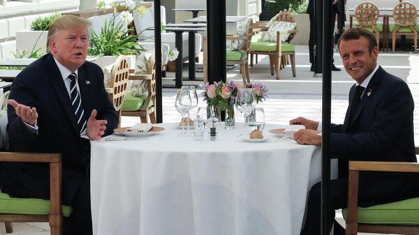 Президент США Дональд Трамп на обеде с президентом Франции Эммануэлем Макроном. 24 августа 2019