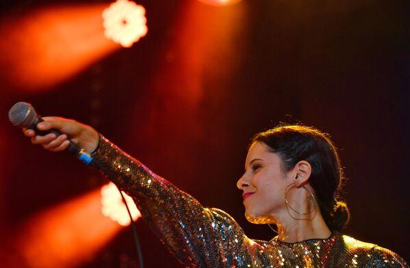Певица Дебора Рэдул выступает на 17-м международном музыкальном фестивале Koktebel Jazz Party в Крыму