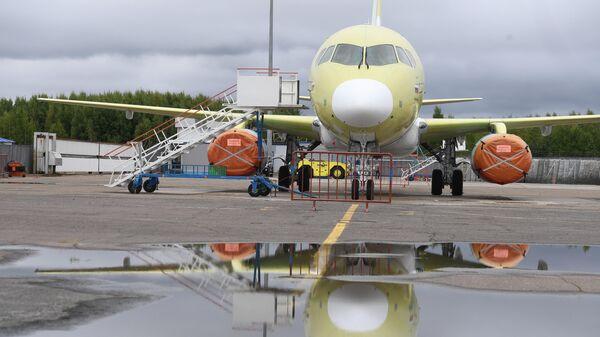 Самолет Sukhoi Superjet 100 на заводе имени Гагарина в Комсомольске-на-Амуре