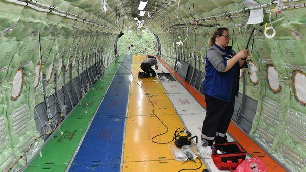 Установка слоев теплоизоляции, монтаж пассажирских, сервисных дверей и дверей багажных отделений