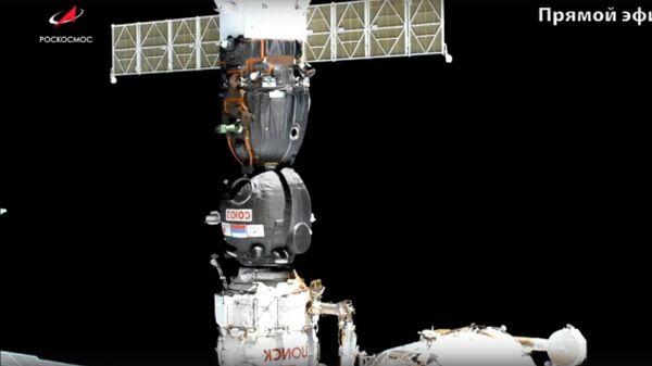 Перестыковка корабля Союз МС-13 на модуль Поиск Международной космической станции. Стоп-кадр трансляции Роскосмоса