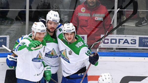Игроки Салавата Юлаева Дмитрий Кугрышев, Александр Бурмистров, Владимир Ткачёви и Захар Арзамасцев (слева направо)