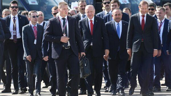 Президент Турции Реджеп Тайип Эрдоган во время посещения Международного авиакосмического салона МАКС-2019