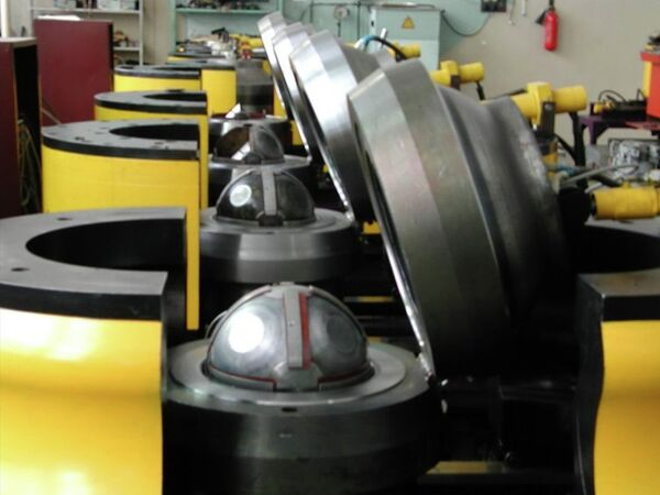 Многопуансонные аппараты высокого давления разрезная сфера (БАРС)