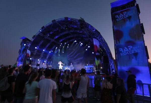 Хип-хоп исполнительница Екатерина Ткаченко (Лил Кейт) выступает на фестивале Rap Koktebel в Крыму
