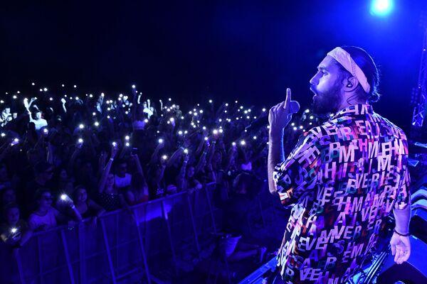 Рэпер МОТ выступает на фестивале Rap Koktebel в Крыму