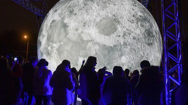 Арт-объект Луна в Санкт-Петербурге