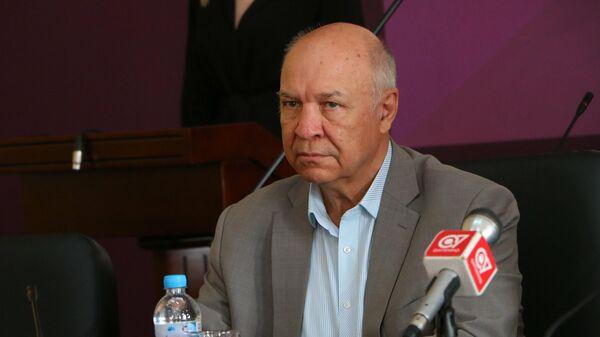 Член Общественной палаты Анатолий Соловьев