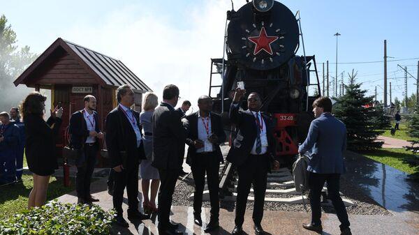 Посетители на международном железнодорожном салоне PRO//Движение.Экспо