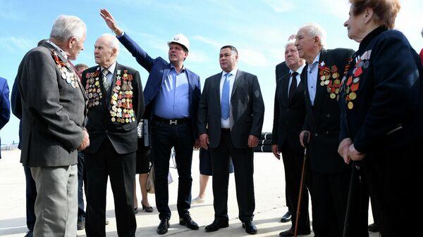 Губернатор Тверской области Игорь Руденя с ветеранами посетили строительство Ржевского мемориала Советскому солдату