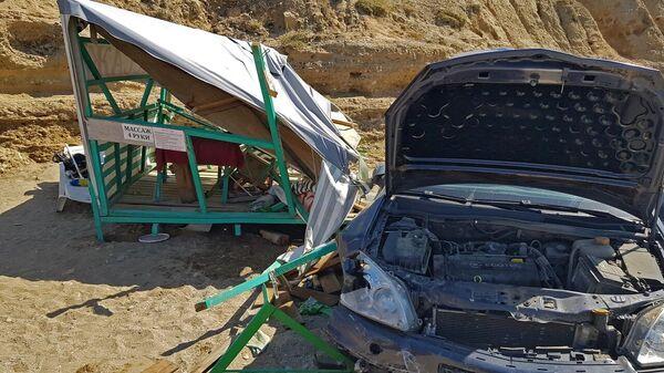 В Крыму на мысе Меганом с обрыва сорвался автомобиль. 29 августа 2019
