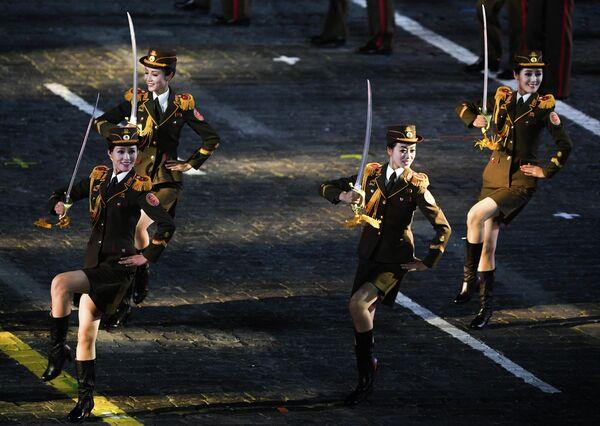 Военный оркестр Народной армии Корейской Народно-Демократической Республики на торжественной церемонии открытия фестиваля Спасская башня в Москве