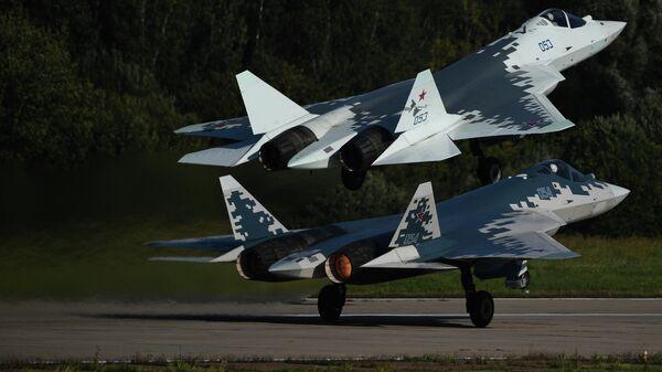 Российские многофункциональные истребители пятого поколения Су-57 на Международном авиационно-космическом салоне МАКС-2019