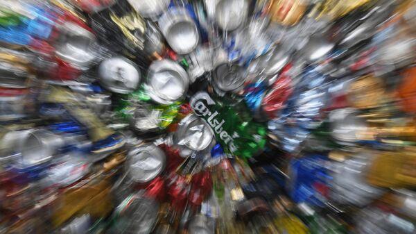 Жестяные банки на предприятии по глубокой переработке отходов в Подмосковье