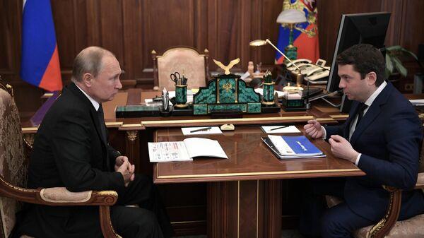 Президент РФ Владимир Путин и временно исполняющий обязанности губернатора Мурманской области Андрей Чибис во время встречи. 30 августа 2019