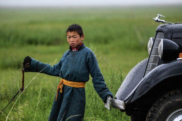 Мальчик в монгольской степи