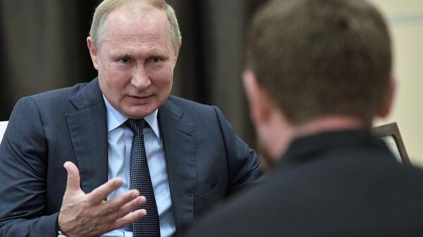 Президент РФ Владимир Путин во время встречи с главой Чеченской Республики Рамзаном Кадыровым