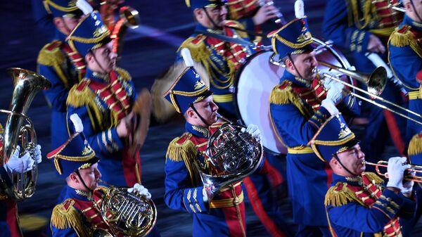 Образцово-показательный оркестр и рота почетного караула Вооруженных сил Республики Беларусь на церемонии закрытия фестиваля Спасская башня на Красной Площади в Москве