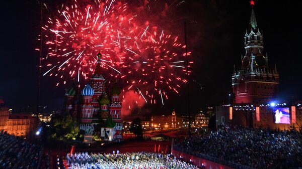 Торжественная церемония закрытия фестиваля Спасская башня на Красной Площади в Москве