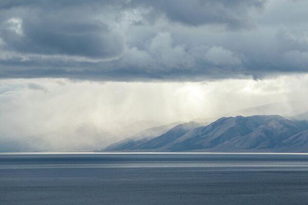 Острова в проливе Малое море на озере Байкал в Иркутской области