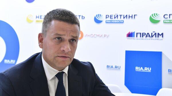 Глава Агентства Дальнего Востока по привлечению инвестиций и поддержке экспорта (АПИ) Леонид Петухов во время интервью на стенде МИА Россия сегодня