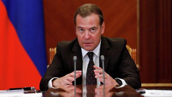 Председатель правительства РФ Дмитрий Медведев проводит совещание о расходах бюджета